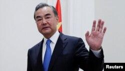 中國外長王毅2020年8月25日在歐洲之行第一站意大利訪問(路透社)