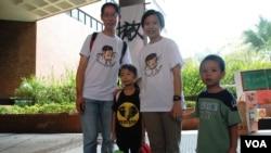 香港市民陳女士與丈夫帶同一對5歲及7歲的兒女參加罷課體驗日