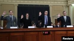 Pravni stručnjaci Noa Feldman, Pamela Karlan, Majkl Gerhart i Džonatan Tarli polažu zakletvu pred današnje svedočenje u Kongresu (Foto: AP)