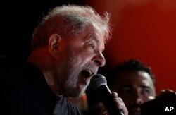 Luiz Inácio Lula da Silva habla durante un mitin con partidarios en Sao Paulo, Brasil. Enero 24, 2018.