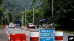 A check point is seen at the entry point to Malaysia - Thailand border in Wang Kelian, Malaysia on Sunday, May 24, 2015. Malaysian authorities said Sunday that they have discovered graves in more than a dozen abandoned camps used by human traffickers on t