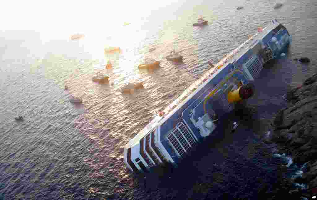 The Costa Concordia cruise ship ran aground off the west coast of Italy at Giglio island January 14, 2012. (Reuters)