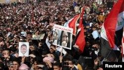 Felluce'de Başbakan Maliki karşıtı gösteri yapan Iraklı Sünniler