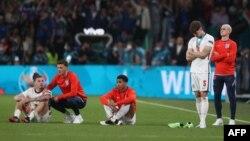 Engleski igrači nakon poraza od Italije u finalu Evropskog prvenstva.