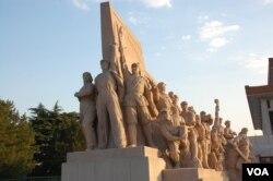 毛主席纪念堂前的雕塑