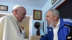 Pope Francis မဲ႔ က်ဴးဘားေခါင္းေဆာင္ေဟာင္း Fidel Castro (စက္တင္ဘာ ၂၀၊ ၂၀၁၅)
