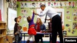 奧巴馬探訪幼兒園