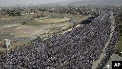Anti-government protesters attend a demonstration demanding the resignation of Yemen's President Ali Abdullah Saleh, in Sana'a, August 26, 2011