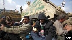 Göstericiler Tahrir Meydanından Ayrılmıyor