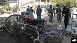 지난 1일 아프가니스탄 카불 남부에서 발생한 자살 폭탄 테러 현장. 나토군 3명이 사망했다. (자료사진)