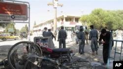 지난 1일 3명의 나토군이 희생된 아프가니스탄 카불 남부 코스트시에서 발생한 자살 테러. (자료사진)