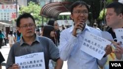 支持「追數日」遊行的香港人口政策關注組召集人譚凱邦(右)表示,香港零售銷售額今年連續5個月錄得按年跌幅,與中國領導人大力打貪有關(美國之音湯惠芸)