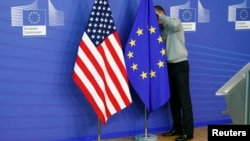 Zastave Amerike i EU pred početak trgovinskih pregovora u Briselu