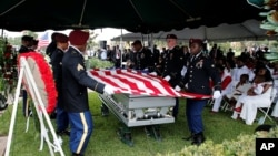 Траурная церемония в честь сержанта Ла Дэвида Джонсона