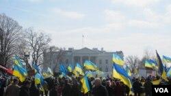 Oq uy oldida Ukrainani quvvatlovchi namoyishlar