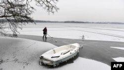 Замерзле озеро, Баварія, Німеччина