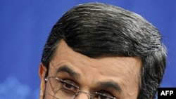 İran qanunvericiləri prezident Əhmədinejadı hökumətin fəaliyyəti ilə bağlı sualları cavablandırmaq üçün parlamentə çağırıb