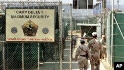 Binh sĩ Mỹ tại nhà tù ở Vịnh Guantanamo.