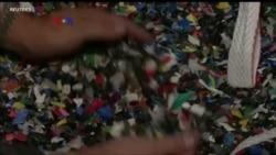 Mengubah Sampah Plastik Jadi BBM