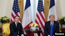 Presiden AS Donald Trump dan Presiden Perancis Emmanuel Macron di Watford, London, Inggris, 3 Desember 2019. (REUTERS/Kevin Lamarque)