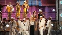 یک نمایش کمدی موزیکال کفرآمیزبرنده اصلی جوایز تئاتری «تونی»