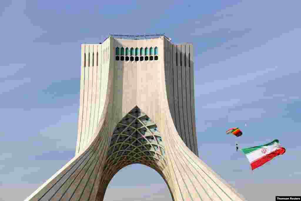 이란 혁명수비대가 테헤란에서 42주년 기념 행사를 가졌다.