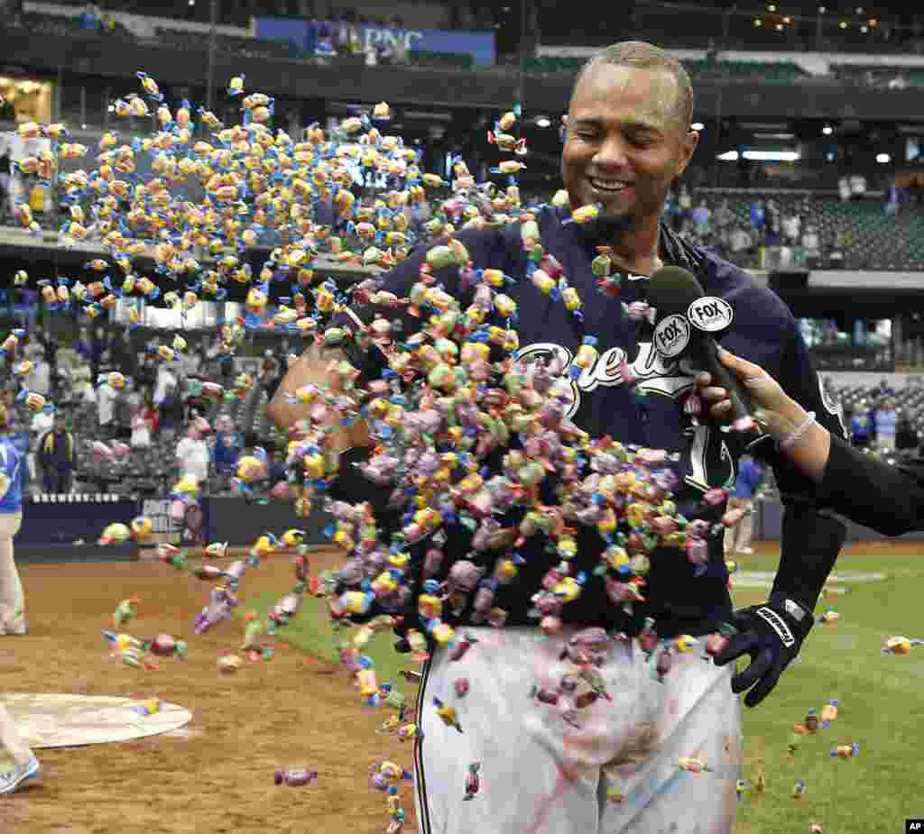 Milwaukee Brewers' Martin Maldonado is showered with bubble gum during a post game interview after their 7-6 victory against the Arizona Diamondbacks in a 17 inning baseball game in Milwaukee, May 31, 2105.