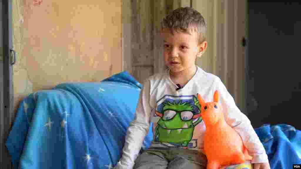 El pequeño Santiago Ayala, migrante venezolano de 4 años de edad, logró recuperarse de un cáncer después de 3 cirugías que le practicaron en Colombia.