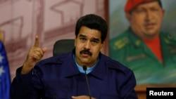 Presiden Venezuela Nicolas Maduro saat menghadiri konferensi pers di Istana Miraflores di Caracas (21/2).