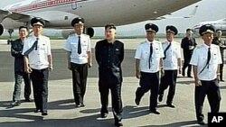 5일 평양항공역사업 현지지도하는 김정은 제1위원장. (조선중앙 TV 화면)