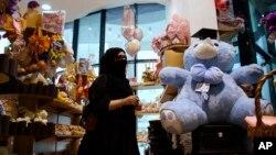 پولیس مذهبی عربستان سعودی در سال های قبل شهروندان آن کشور را نمی گذاشت تا روز عاشقان را تجلیل کنند.