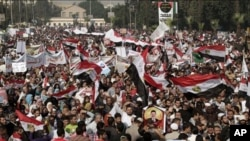 이집트 카이로 대학에서 무함마드 무르시 대통령 지지 시위를 벌이는 시민들