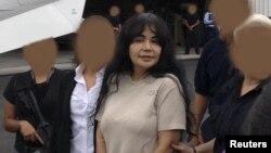 "Sandra Avila, penyelundup narkoba tingkat tinggi asal Mexico yang dikenal dengan julukan ""Ratu Pasifik"" diekstradisi ke AS untuk diadili (9/8)."