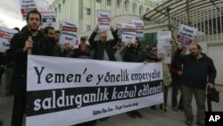 "Turks hold a banner that reads ""Imperialist aggression against Yemen cannot be accepted"" as they protest against the Saudi Arabia-led coalition's military operation in Yemen, in Ankara, Turkey, March 29, 2015."