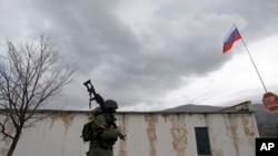 3月4日俄罗斯士兵封锁了乌克兰的一个陆军基地