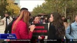 Tiranë: Presidenti Meta kthen në kuvend paketën antishpifje