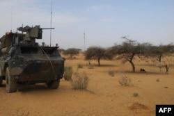រូបឯកសារ៖ រថយន្តបំពាក់ដោយអាវុធរបស់កងយោធាបារាំងដើម្បីការប្រយុទ្ធប្រឆាំងនឹងអំពើភេរវកម្មនៅតំបន់ Sahel នៃបេសកកម្ម Barkhane យាមល្បាតនៅតំបន់ Gossi នៃប្រទេសម៉ាលី កាលពីថ្ងៃទី ២៥ ខែមីនា ឆ្នាំ ២០១៩។