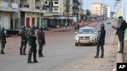 La police à Conakry, Guinée, 11 octobre 2015.