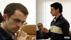 Shane Bauer y Josh Fattal -en la foto observado por el abogado defensor Masoud Shafiei-, esperan el pago de la fianza para su liberación.