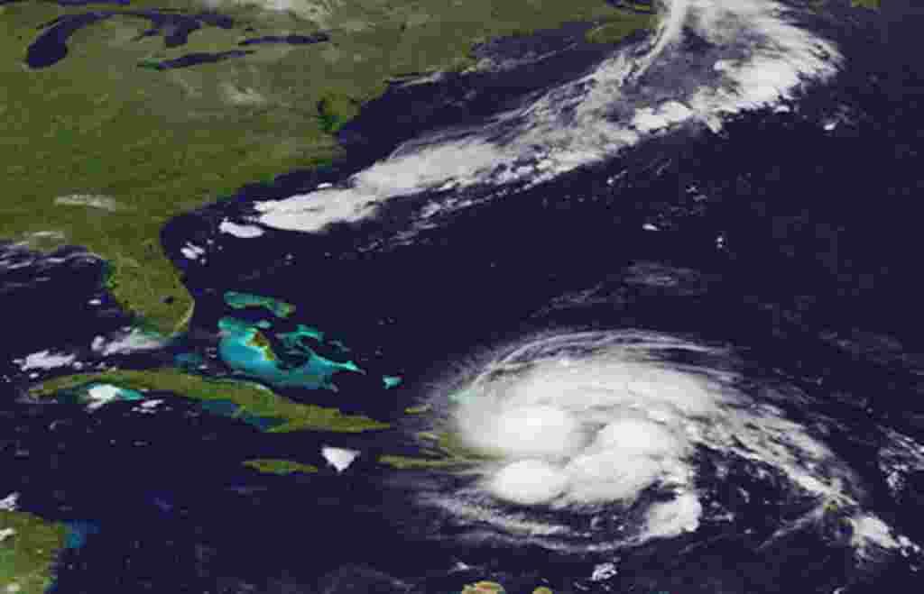 Una imagen publicada por el Servicio de Meorología (NOAA) a partir del satélite GEOS muestra el huracán Irene a su paso por Puerto Rico y la República Dominicana, 23 de agosto 2011.
