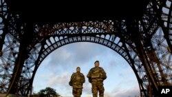 法國軍方在巴黎市內旅遊景點巡邏
