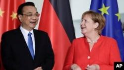 中国总理李克强2018年7月9日会见德国总理默克尔(美联社)