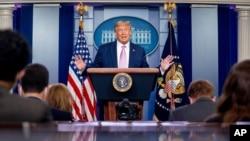 Президент США Дональд Трамп під час прес-брифінгу 11 серпня 2020 року