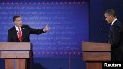 羅姆尼 (左) 與奧巴馬 (右) 進行電視辯論
