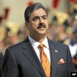 Pakistan's Prime Minister Yusuf Raza Gilani reviews the troops during a ceremony at the Invalides in Paris May 3, 2011