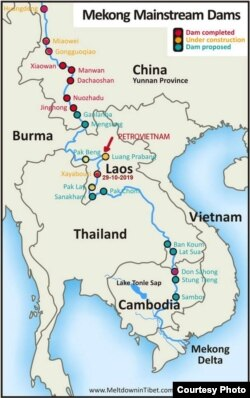Có ít nhất 5 trong số 9 dự án thủy điện dòng chính sông Mekong của Lào nằm trong vùng động đất; kể từ bắc xuống nam: Pak Beng 1320 MW, Luang Prabang 1410 MW, Xayaburi 1260 MW, Pak Lay 1320 MW, Xanakham 1000 MW… Luang Prabang, là con đập lớn nhất và điều rất nghịch lý: do công ty quốc doanh PetroVietnam Power Co. là chủ đầu tư. [nguồn: Michael Buckley, cập nhật 2019 do Ngô Thế Vinh bổ sung.]