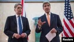 Державний секретар США Джон Керрі та міністр закордонних справ Великобританії Філіп Гаммонд