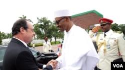 尼日利亚总统布哈里在阿布贾欢迎法国总统奥朗德(2016年5月14日)