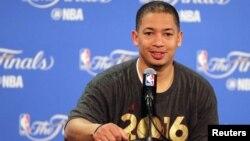 Tyronn Lue, entraineur des Cavaliers de Cleveland, Oakland, Californie, le 19 juin 2016 (Kelley L Cox-USA TODAY Sports)