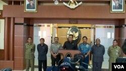 Menteri Koordinator bidang Politik, Hukum dan Keamanan Djoko Suyanto dalam jumpa pers di Jakarta. (Foto: VOA/Andylala Waluyo)